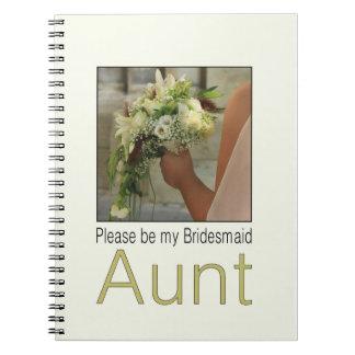 叔母さんは新婦付添人のブライダルの花束です ノートブック