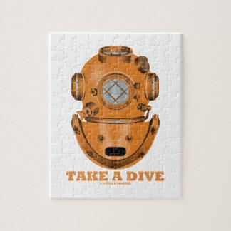 取って下さい飛び込み(深く潜水できるヘルメットの海洋学者)を ジグソーパズル