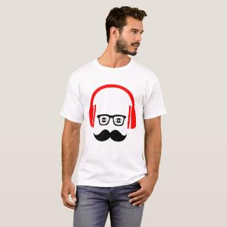口ひげのDJのTシャツ Tシャツ