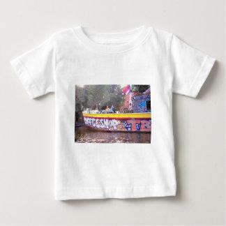 古いオランダのはしけのCoffeeshop、アムステルダム ベビーTシャツ