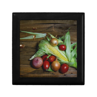 古いテーブルの野菜 ギフトボックス