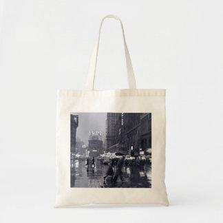 古いニューヨークの雨夜 トートバッグ