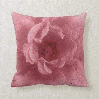 古いピンクのバラ クッション