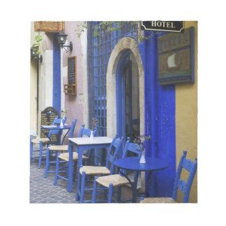 古いホテルへのカラフルで青い戸口そして下見張り ノートパッド