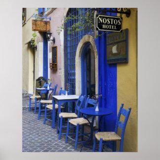 古いホテルへのカラフルで青い戸口そして下見張り ポスター