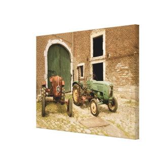 古いヨーロッパのトラクター キャンバスプリント