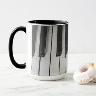 古いヴィンテージのピアノはコーヒー・マグを調整します マグカップ
