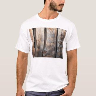 古い丸太の壁3 Tシャツ