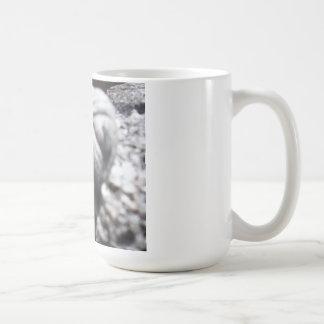 古い化石の顔 コーヒーマグカップ