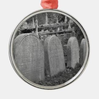 古い墓石 メタルオーナメント