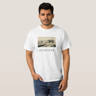 古い学校のトラクター Tシャツ