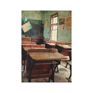 古い学校、眺めの中の1部屋の学校 キャンバスプリント