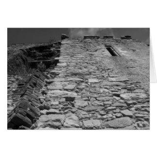 古い建物。 高い石塀 カード