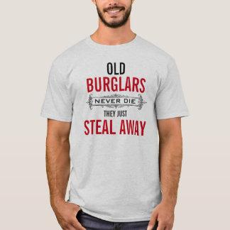 古い強盗は決して彼らちょうど盗みます遠くに死にません Tシャツ
