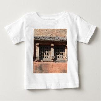 古い教会窓 ベビーTシャツ