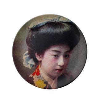 古い日本ヴィンテージの手によって着色される日本のな芸者 磁器プレート