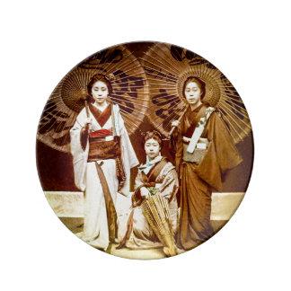 古い日本ヴィンテージの芸者の日本のな芸者のトリオ 磁器プレート