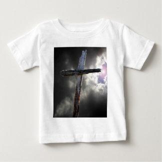 古い木の十字 ベビーTシャツ
