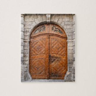 古い木製のドアのパズル ジグソーパズル
