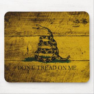 古い木製の穀物のガズデンの旗 マウスパッド