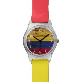 古い木製の穀物のコロンビアの旗 腕時計