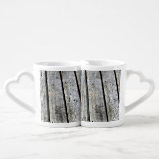 古い木製の質 ペアカップ