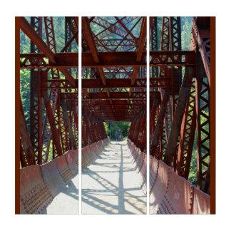 古い水圧管のパイプライン橋からのWenatcheeの川 トリプティカ