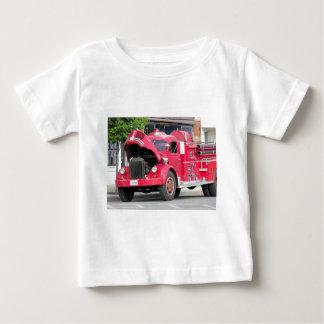 古い消防車の写真 ベビーTシャツ