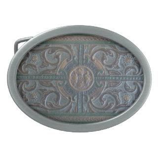 古い用具を使われた革遺物のベルトの留め金 卵形バックル