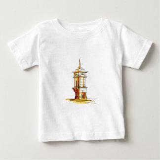 古い町。 噴水 ベビーTシャツ