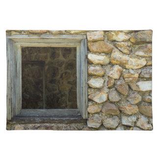 古い石の壁の窓 ランチョンマット