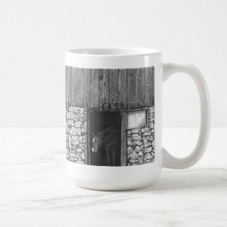 古い納屋の大戸の馬 コーヒーマグカップ