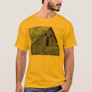古い納屋の顔 Tシャツ
