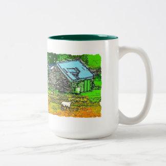 古い納屋 ツートーンマグカップ