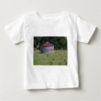 古い納屋 ベビーTシャツ