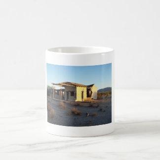 古い給油所のマグ コーヒーマグカップ