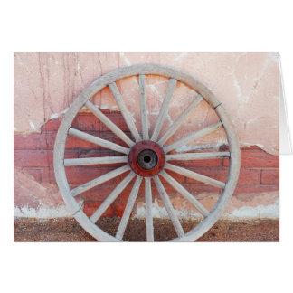 古い西部の木の荷馬車の車輪の挨拶状 カード
