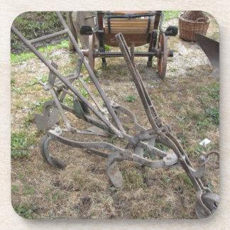古い鉄のすきおよび他の農業用具 コースター