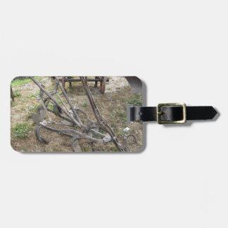 古い鉄のすきおよび他の農業用具 ラゲッジタグ