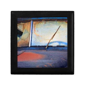 古い錆ついたトラックの風防ガラス ギフトボックス