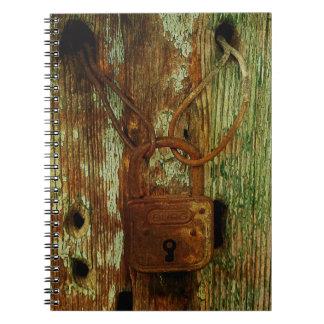 古い錆ついたロックのノート ノートブック