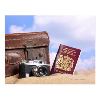 古い革スーツケース、レトロのカメラ ポストカード