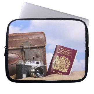 古い革スーツケース、レトロのカメラ ラップトップスリーブ