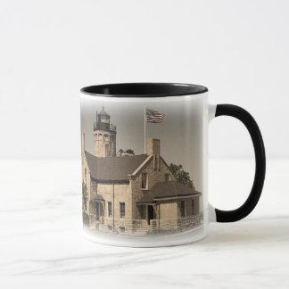 古いmackinacの灯台 マグカップ