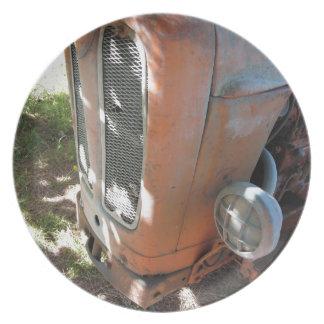 古くイタリアンなクローラートラクター プレート