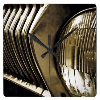 古くクラシックな車のヘッドライト スクエア壁時計