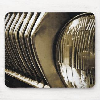 古くクラシックな車のヘッドライト マウスパッド