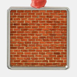 古く汚く赤いオレンジレンガ壁の正面の構造 メタルオーナメント