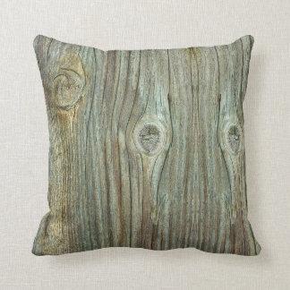 古く素朴な木 クッション