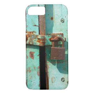 古く素朴な水のグランジな南京錠の箱 iPhone 8/7ケース